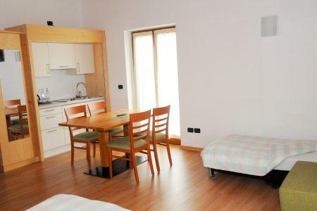 Camera doppia con angolo cucinino